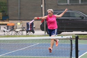 Me pickleball leaping